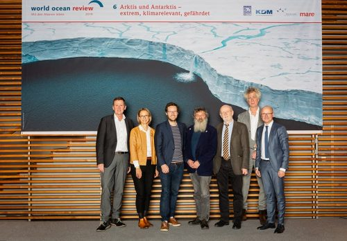 Presentation of the »World Ocean Review 6: Arctic and Antarctic – Extreme, Climatically Crucial and In Crisis«: (from left) Dr. Volker Rachold, Prof. Dr. Nele Matz-Lück, Jan Philipp Albrecht, Prof. Dr. Ulrich Bathmann, Prof. Dr. Hans-Otto Pörtner, Nikolaus Gelpke, Karsten Schwanke // ©michaelbennett.de / maribus