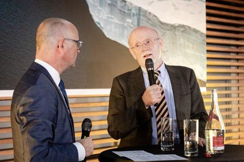 Prof. Dr. Hans-Otto Pörtner, Meeresbiologe am Alfred-Wegener-Institut, Helmholtz-Zentrum für Polar- und Meeresforschung (AWI), Ko-Vorsitzender der Arbeitsgruppe II zu Folgen, Anpassung und Vulnerabilität, Intergovernmental Panel on Climate Change (IPCC), im Gespräch mit Moderator Karsten Schwanke // ©michaelbennett.de / maribus