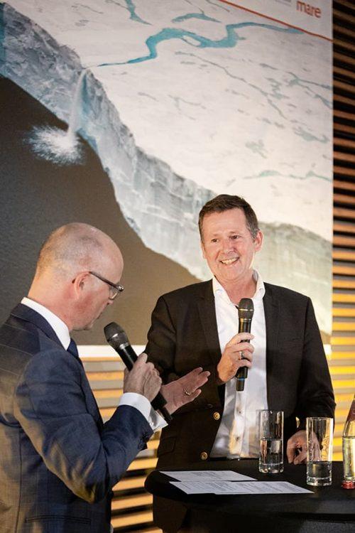 DDr. Volker Rachold, Head of the German Arctic Office at the Alfred Wegener Institute, Helmholtz Centre for Polar and Marine Research, in conversation with moderator Karsten Schwanke// ©michaelbennett.de / maribus
