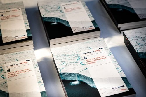 The sixth »World Ocean Review: Arctic and Antarctic – Extreme, Climatically Crucial and In Crisis«// ©michaelbennett.de / maribus