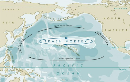 4.11 > In the Great Pacific Garbage Patch between Hawaii and North America, vast quantities of litter are constantly circulating. Many plastic items are transported thousands of kilometres across the sea before they are caught up in the gyre. © maribus