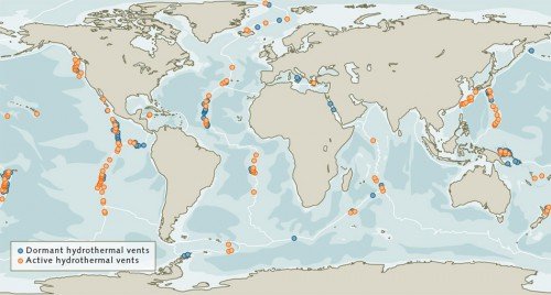 fig. 2.28 > The number of hydrothermal vents is difficult to determine because they are dispersed around the world. 187 active and 80 inactive hydrothermal vents where massive sulphides have formed are known to exist. © Geomar