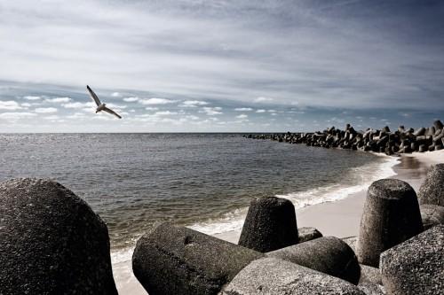 3.13 > Schwere vierfüßige Tetrapoden sollen die Küste von Sylt in der Nähe des Ortes Hörnum vor der Gewalt der Sturmfluten schützen. Derartige Schutzmaßnahmen sind ausgesprochen kostspielig. ©[M], Beate Zoellner/Bildmaschine.de