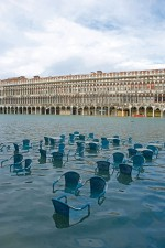 3.9 > At times of especially high water levels in the Lagoon of Venice some areas of the city, like the Piazza San Marco, are repeatedly flooded. Italians call the high water acqua alta. © www.bildagentur-online.com