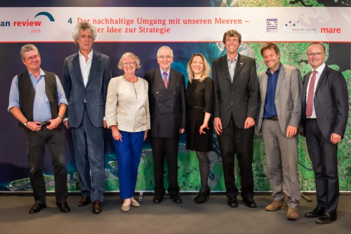Presentation of »World Ocean Review 4 –Sustainable Use of Our Oceans – Making Ideas Work«: (v.l.) Prof. Dr. Konrad Ott, Nikolaus Gelpke, Gesine Meißner, Prof. Dr. Klaus Töpfer, Prof. Dr. Antje Boetius, Prof. Dr. Martin Visbeck, Dr. Robert Habeck, Karsten Schwanke // © Jan Windszus / maribus