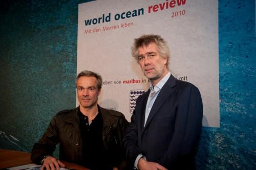 Hamburg, 18.11.2010 – Actor Hannes Jaenicke and Nikolaus Gelpke, managing director of maribus gGmbH and marevelag publisher, after the press conference. © Heike Ollertz