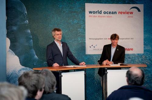Hamburg, 18.11.2010 – Nikolaus Gelpke und Martin Visbeck sprechen auf der Pressekonferenz über die Ziele des WOR. © Heike Ollertz