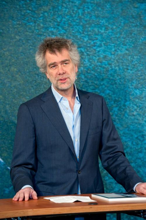 Nikolaus Gelpke, Verleger des mareverlags, Geschäftsführer der maribus gGmbH und Initiator des Projektes, während der Pressekonferenz.