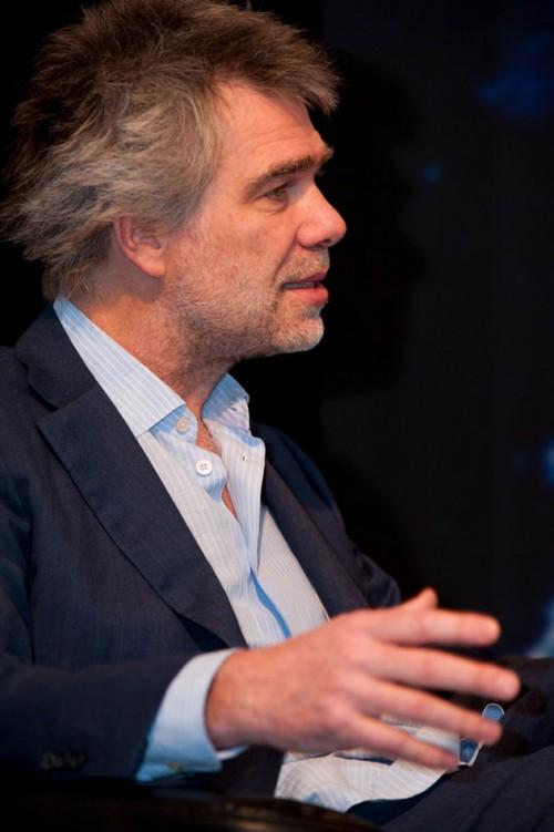 """Hamburg, 18.11.2010 – Nikolaus Gelpke, Verleger des mareverlags und Geschäftsführer der maribus gGmbH, während der Podiumsdiskussion """"Mit den Meeren leben"""". © Heike Ollertz"""