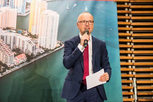 Moderator des Abends Karsten Schwanke, Meteorologe und Fernsehmoderator © Jan Windszus / maribus