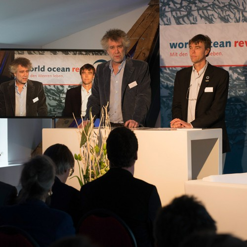"Nikolaus Gelpke, managing director of maribus gGmbH and marevelag publisher and Martin Visbeck, chairman Cluster of Exellence  ""The Future Ocean"" during the presentation of the ""World Ocean Review 2"" (WOR 2) © Heike Ollertz"