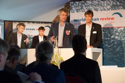 Nikolaus Gelpke (links) und Prof. Dr. Martin Visbeck (rechts) stellen im Hamburg den zweiten World Ocean Review vor. © Heike Ollertz