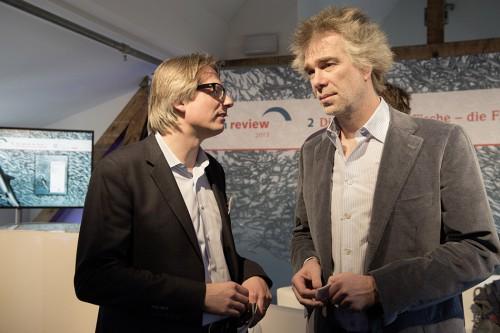 """Moderator Gerald Traufetter from """"Der Spiegel"""" in conversation with Nikolaus Gelpke, marevelag publisher © Heike Ollertz"""