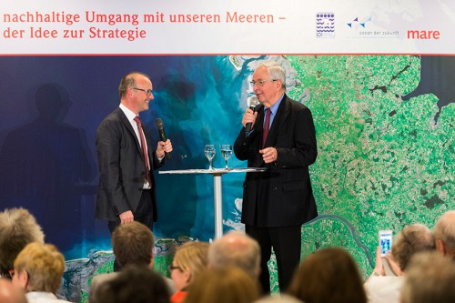 Prof. Dr. Klaus Töpfer, ehemaliger Exekutivdirektor des Institute for Advanced Sustainability Studies (IASS) in Potsdam, während des Interviewparcours mit Karsten Schwanke, Meteorologe und Fernsehmoderator