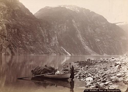 5.2 > Barren land, poor fishermen: In the Søndmør region of western Norway people's livelihoods used to depend almost exclusively on fishing, and particularly on the development of fish stocks. © National Library of Norway/Foter/CC BY