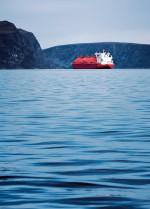 1.9 > LNG-Tanker sind Spezialschiffe, die Flüssigerdgas transportieren  und aufgrund ihrer charakteristischen kugelförmigen Tanks schon von  Weitem erkennbar sind. ©  Alessandro Viganò/iStockphoto