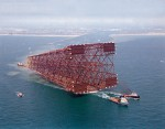 fig. 1.24 > The lattice framework construction of the Bullwinkle platform was prefabricated on land and towed into the Gulf of Mexico in 1988. © Bettmann/CORBIS