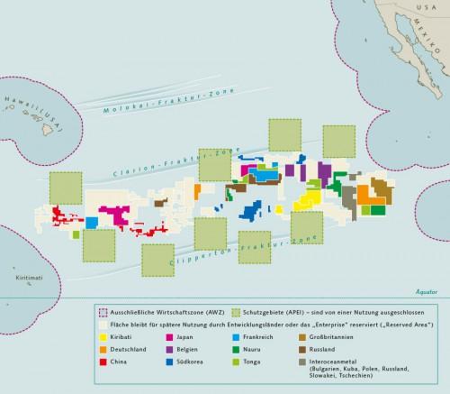 """Abb. 4.5 > Die Clarion-Clipperton-Zone (CCZ) im Pazifik ist  das größte Manganknollengebiet weltweit und etwa so groß wie Europa. Die Internationale Meeresbodenbehörde hat für die CCZ bis heute 12 Explorationslizenzen  vergeben. Die """"Reserved Areas"""" und Schutzgebiete sind bereits definiert.  © nach ISA"""
