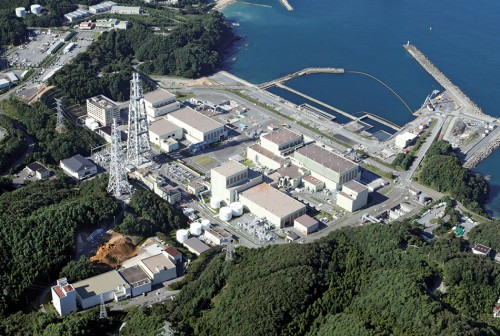 """fig. 4.10 > The operation of nuclear power plants, such as the one seen here at Onagawa, 80 kilometres north of Fukushima on the east coast of Japan, is classed by jurists as an """"ultrahazardous activity"""" because accidents at industrial plants of this type can have extremely serious and far-reaching consequences. © Issei Kato/Reuters"""