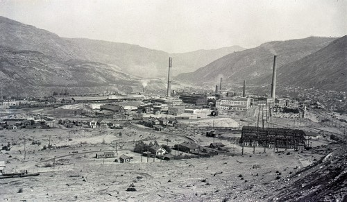 fig. 4.13 > The Trail Smelter in the Canadian province of British Columbia became famous for a legal dispute between Canada and the USA. It took years for US farmers to receive compensation for damage to crops and soil contamination. © Columbia Basin Institute of Regional History