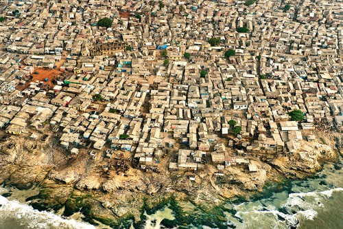 fig. 2.17: A slum in Ghana's capital Accra. The 500 kilometres of coastline between Ghana's capital Accra and the Niger delta in Nigeria is expected to become a continuous urban megalopolis of more than 50 million inhabitants by 2020. © Frans Lanting/Corbis