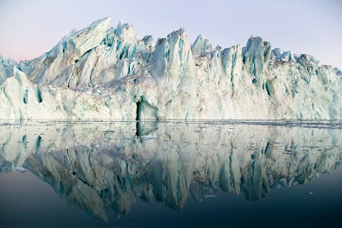 fig. 4.6:  Melting of continental glaciers, seen here in Greenland, is one of the greatest threats posed by global warming. Combating climate change is one of the most ambitious and challenging goals on the SDG agenda. © Nick Cobbing
