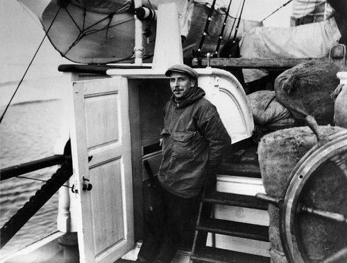 Abb. 1.2: Alfred Wegener (1880–1930) war ein deutscher Meteorologe, Polar- und Geoforscher. Ihm gelang es, die Idee von der Kontinentalverschiebung wissenschaftlich zu untermauern. Seine Theorie allerdings hielt man lange für Spinnerei. Erst seit den 1970er-Jahren ist sie allgemein anerkannt. © Alfred-Wegener-Institut