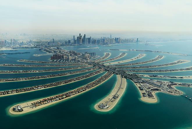 Abb. 2.17: Luxus, auf Sand gebaut: The Palm Jumeirah vor Dubai. © NYONair/Jumana El Heloueh