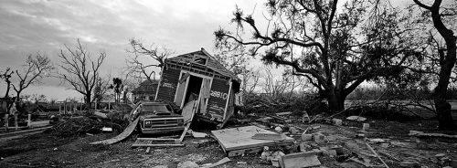 Abb. 2.34: Hurrikan Katrina traf Ende August 2005 den Südosten der USA. Spuren der Verwüstung waren auch Monate danach noch zu sehen. © Stanley Greene/Noor