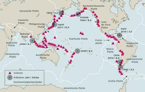 Abb. 3.20: Der sogenannte Ring of Fire (Feuerring) rings um den Pazifik. Hier verlaufen parallel zu den Küsten Plattengrenzen, wo vielerorts Erdbeben entstehen können. Diese ziehen möglicherweise Tsunamis nach sich. © maribus